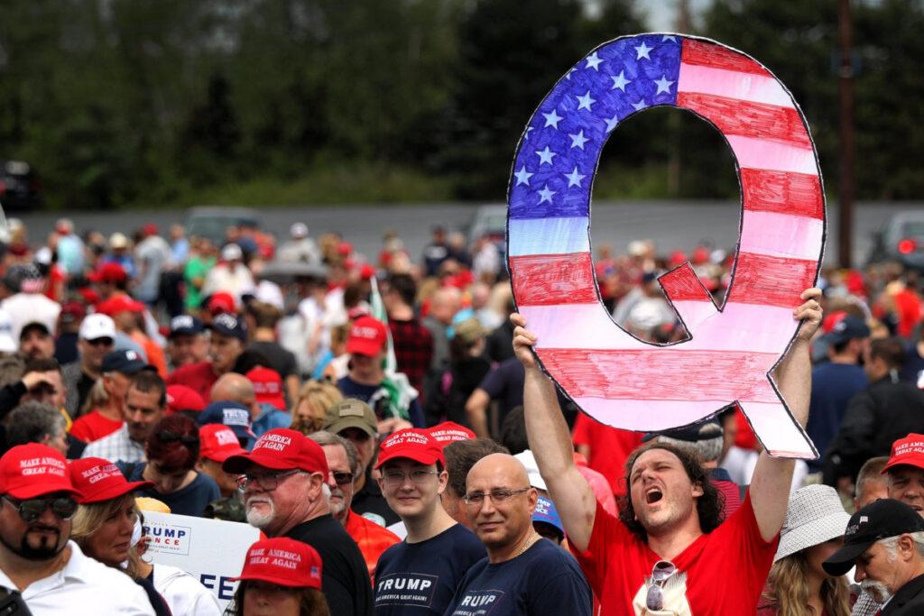 Sostenitori di Trump e di QAnon